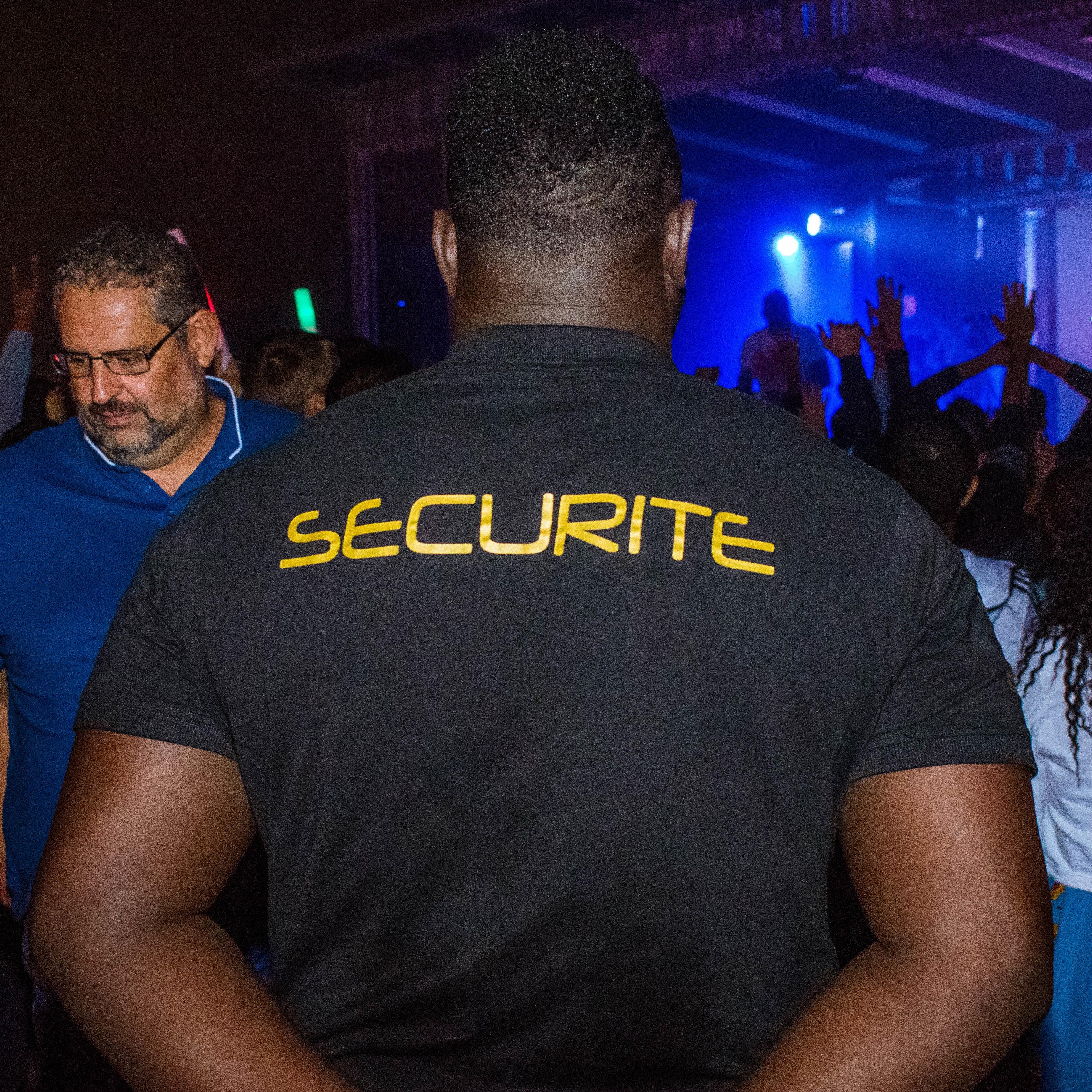 Agent de sécurité en Noir